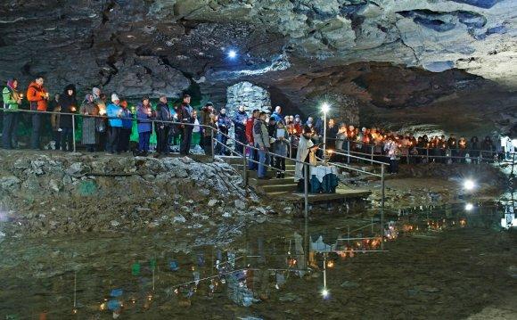 Кунгурской ледяной пещере