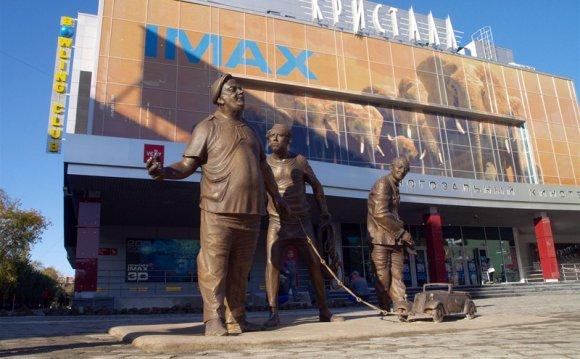 Новый памятник Перми напротив