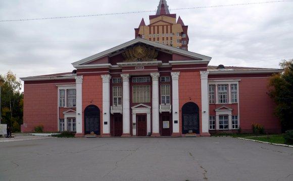 Здание дома офицеров